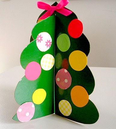 Passo a passo de árvore de natal feita com papel