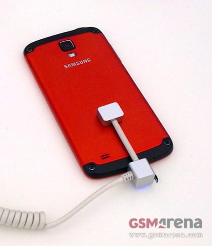 Nuovi materiali metallici utilizzati per la scocca del Galaxy S 4 Active di Samsung