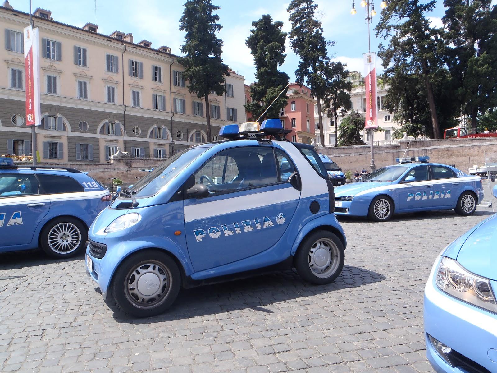 Italian+Smart+Police+car.JPG
