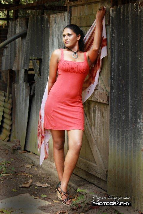 http://1.bp.blogspot.com/-8diBLz1WfXU/TggiC-yK3QI/AAAAAAAAbUc/qNqJEDxuMeU/s1600/sri+lankan+model+oushi+perera+2.jpg