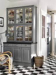 Moderna vitrina lacada en color gris oscuro con ChalkPaint