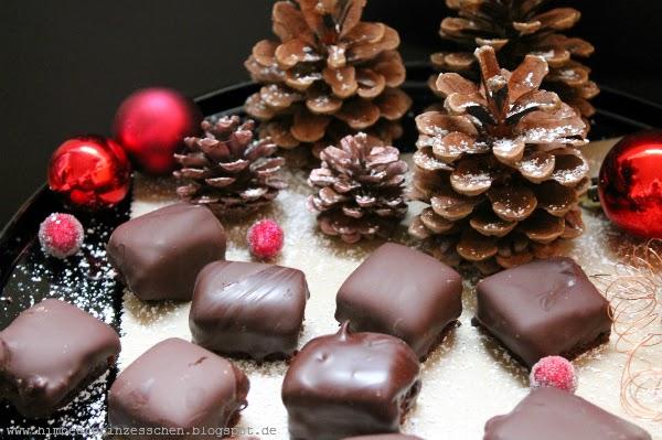 Dominosteine Give-away mydays Weihnachten Gewinnspiel Tannenzapfen Weihnachtskugeln
