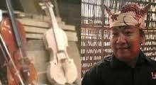 Haidi Bing Slamet, maestro pembuat biola dari Banyuwangi.