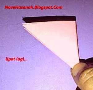 langkah membuat bunga teratai dari kertas bekas
