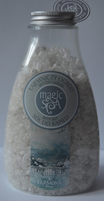 Jak pachnie tajemniczy ogród? Sól do kąpieli Magic SPA, Farmona