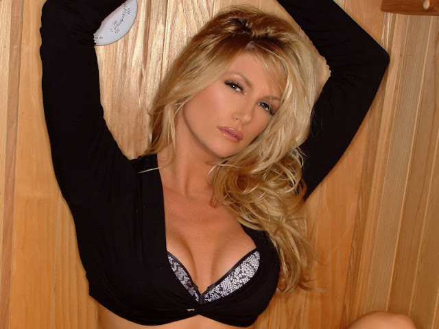 Hot Pictures of Brande Roderick