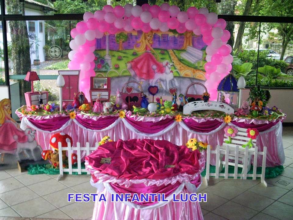 Tema da Barbie Moda e Magia para decoração de festa infantil de meninas)