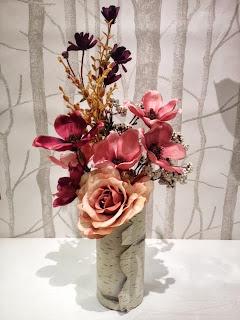 秋色バラとマグノリアのアレンジメント