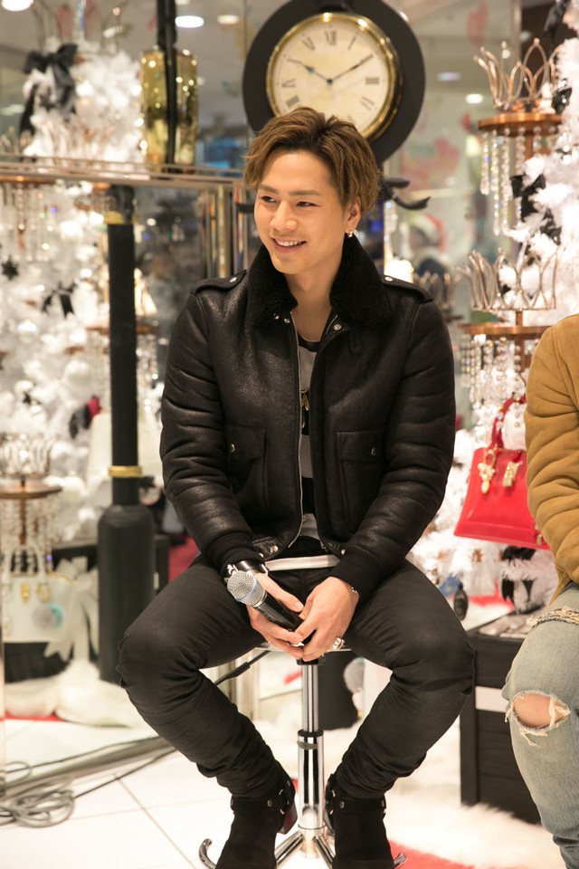 Soul Brothersの今市隆二、グッチ靴激安コピー登坂広臣がサマンサタバサグループの新テレビCMに登場。昨日11月27日に全国VERSACE通販でオンエアがスタートした。