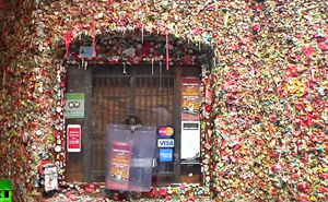 US 'gum wall' to be cleaned after 20yrs