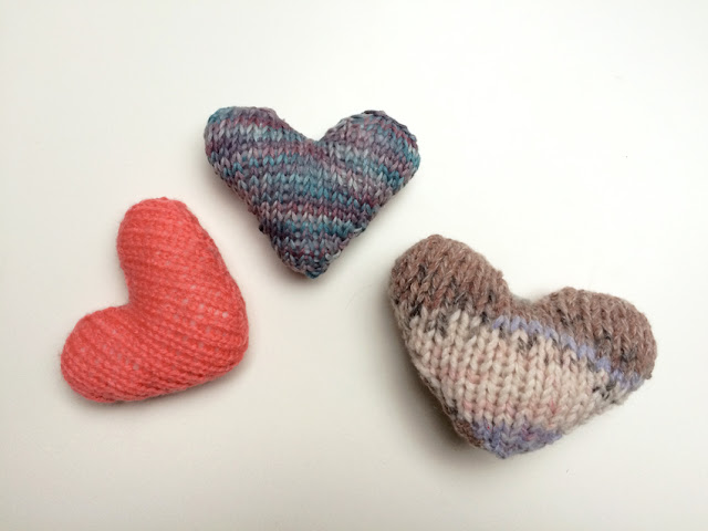 Mini knitted heart valentines knitting pattern