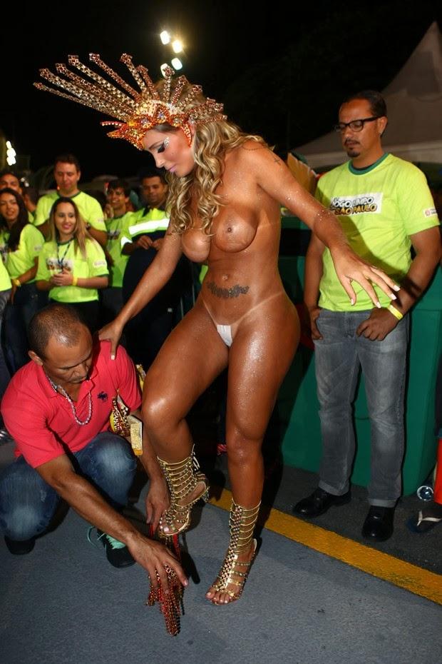 Carnaval Andressa Urach Quase Pelada Ao Desfilar Em Sampa A