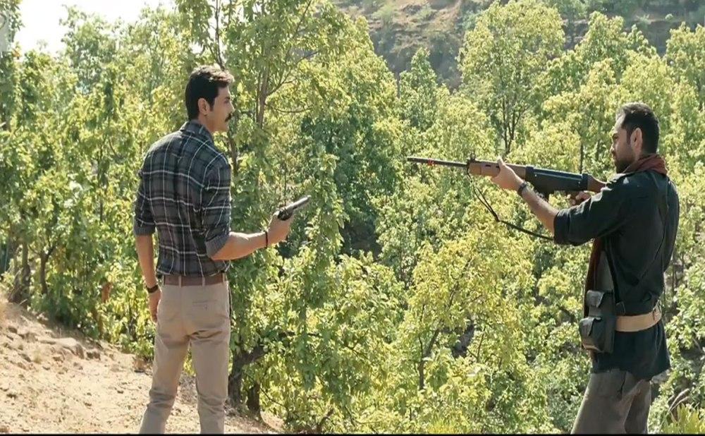 Chakravyuh Movie Review  Rajeev Masand Taran Adarsh Komal ...