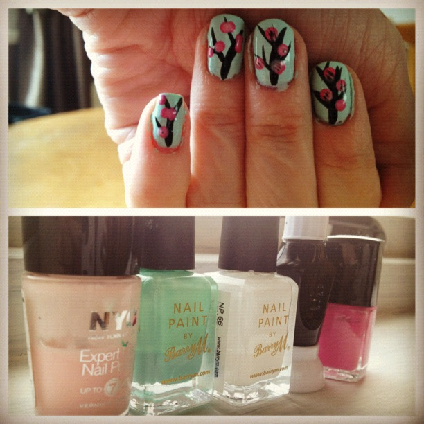 nail design on tumblr and on youtube so i decided to paint my nails