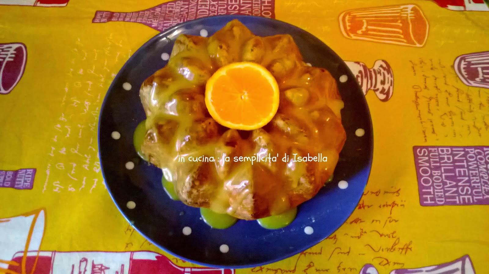 una ciambella al profumo  d''arancia  (con crema all'arancia senza uova ne latte )