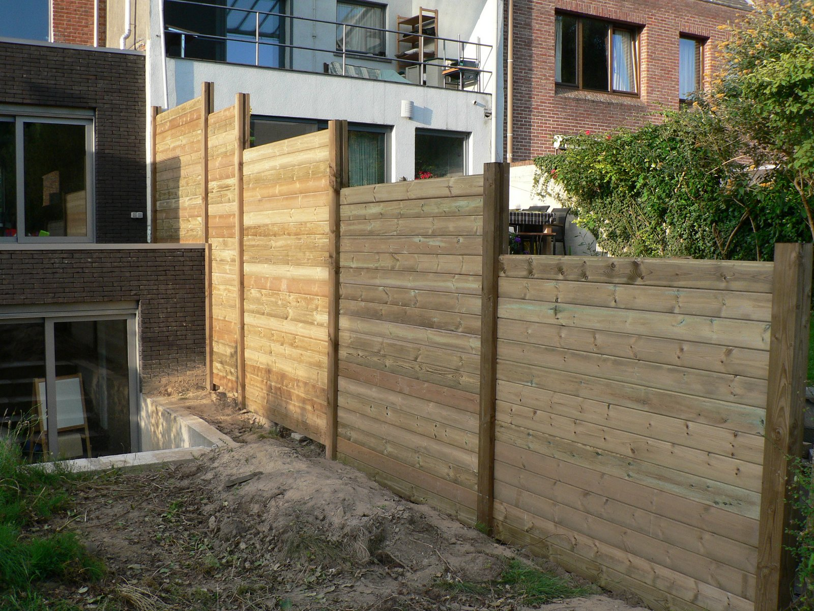 Ons huisje houten tuinafscheiding - Scheiding houten ...
