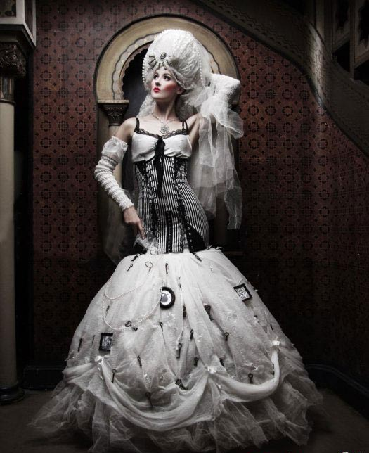 Why not choosing the gothic style wedding dresses for you