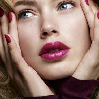 Lipstik Warna Plum untuk Bibir Gelap Cantik Merona