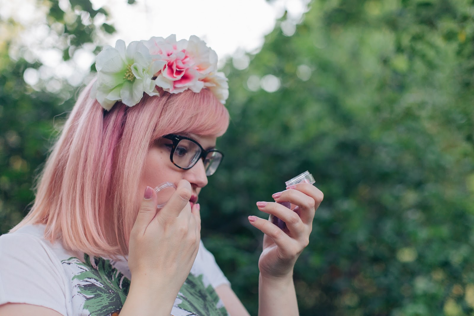 MUA, behind the scenes, natural daylight photography, Mint and Chillies photography, matching hair and nails, matchy matchy,
