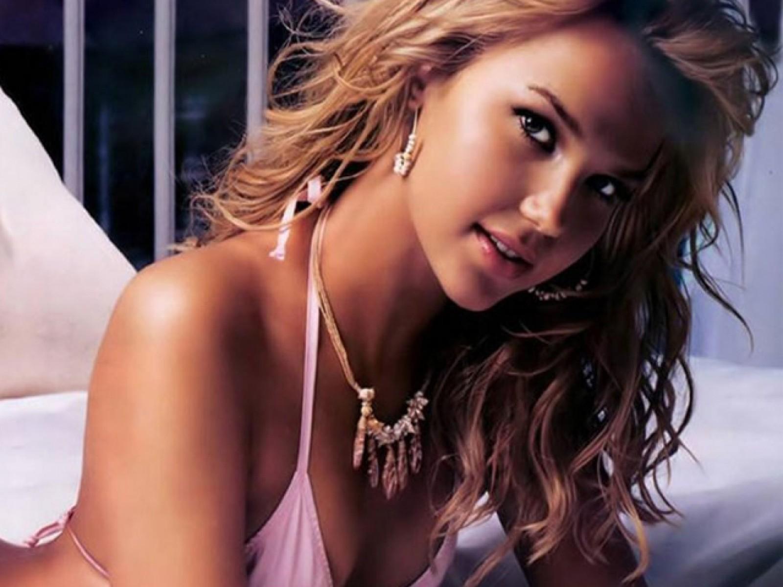 Beyonce britney spears jennifer lopez amp nicole scherzinger - 2 part 7