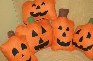 Almofada de Halloween laranja em formato de abóboras