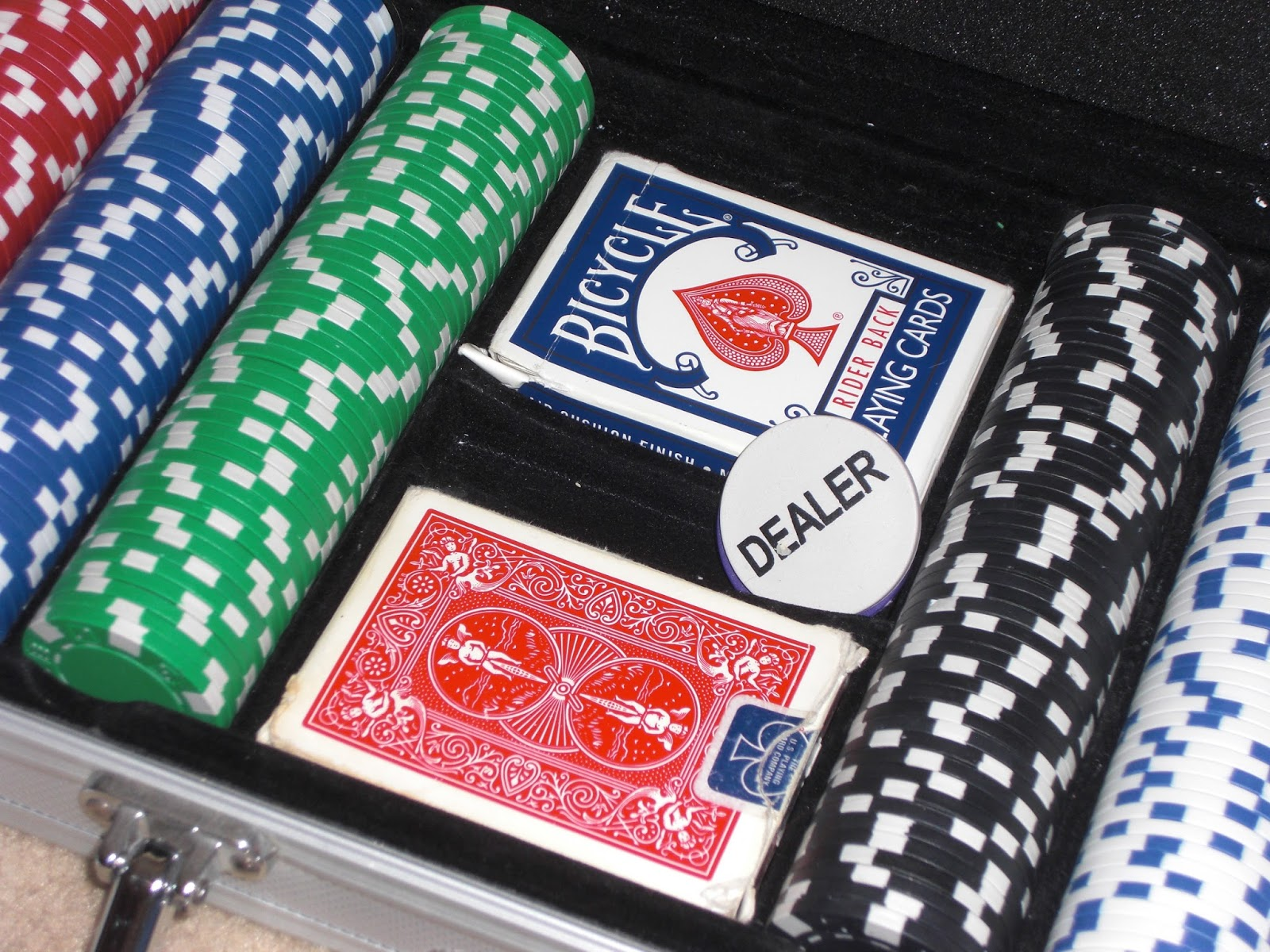 4 Pics 1 Word Deck Of Cards Poker Chips Texas Holdem Dead Hand