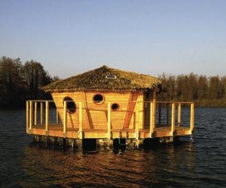 c t camping insolite 3 cabanes flottantes d couvrir. Black Bedroom Furniture Sets. Home Design Ideas
