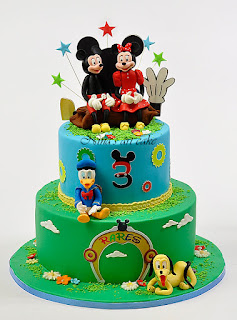 "Tort ""Mickey and Friends"" pentru Rares"