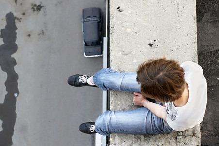 El puente de los corazones destruidos: Suicidios masivos en España