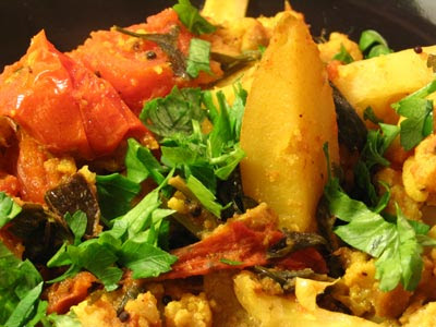 Aloo Gobi (Curried Cauliflower and Potatoes) | Lisa's Kitchen ...
