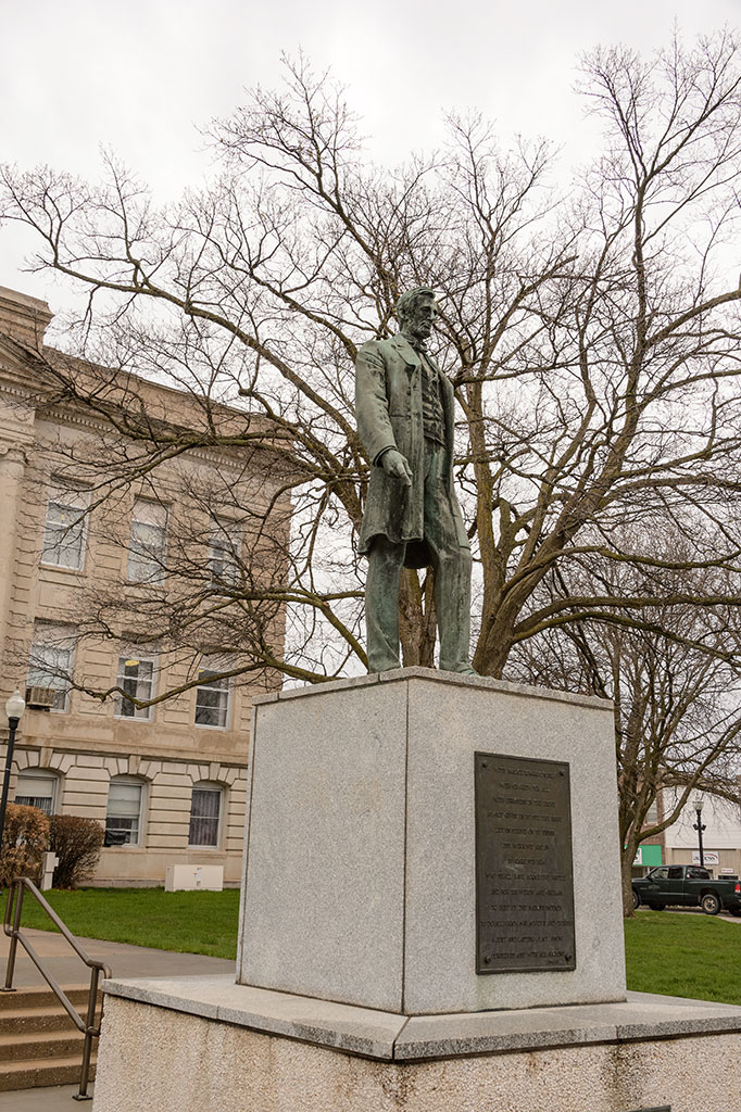 Abraham Lincoln Statue in Jefferson, IA
