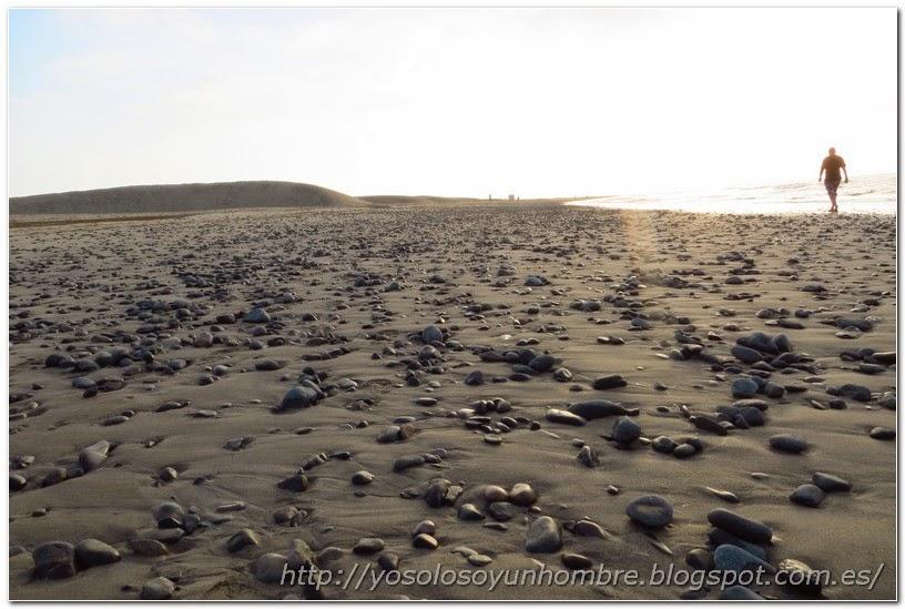 Playa con piedras