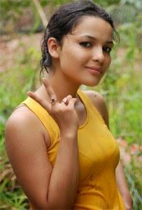 Chitrashi Rawat Bikini, Hot Photos, Pics, Hd Wallpapers