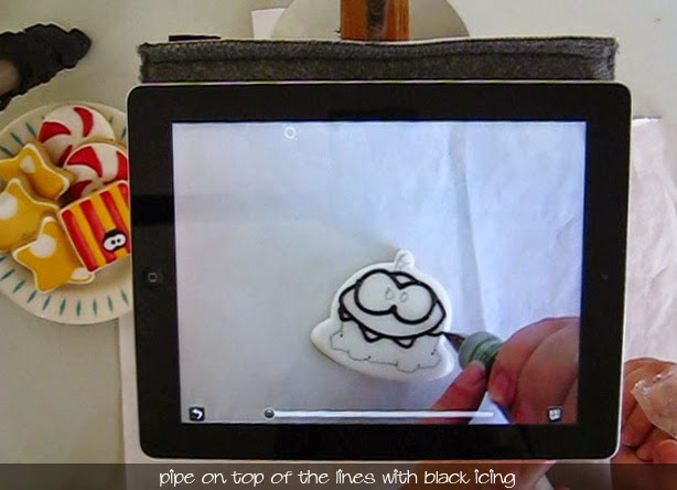 http://www.klickitatstreet.com/2013/03/how-to-draw-on-cookie-with-ipad.html