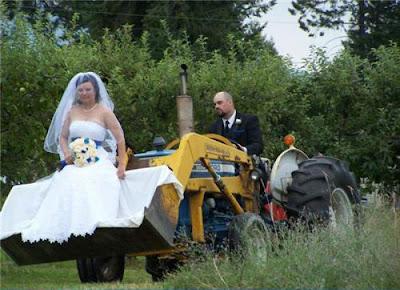 Невеста на тракторе