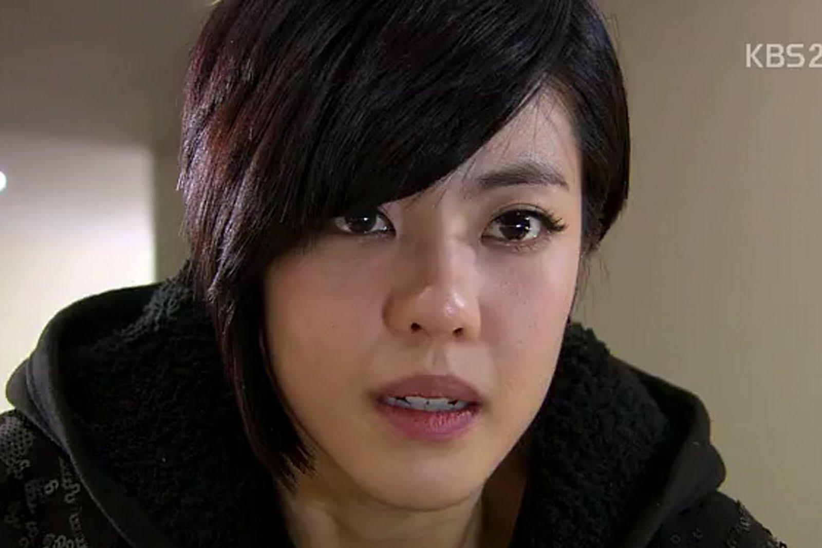 Guru Shi/Shi Kyung Jin ( Lee Yoon Ji )