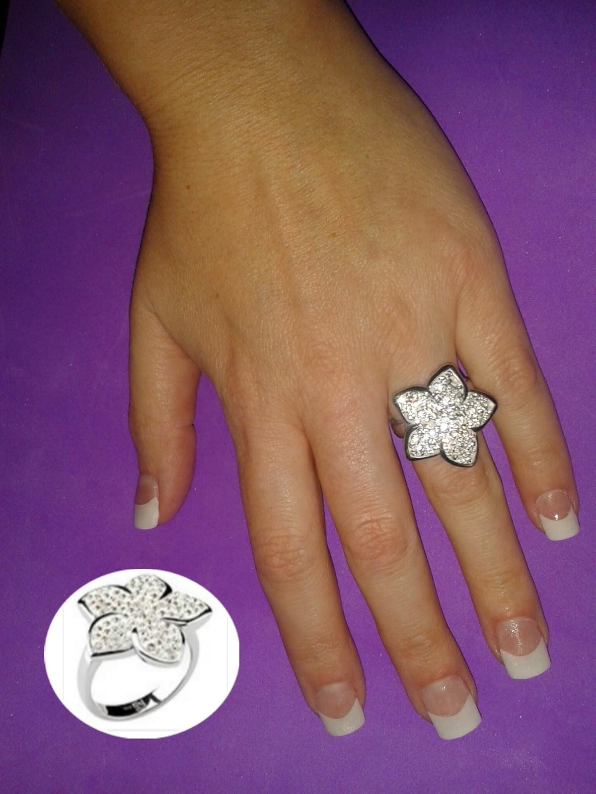 anillo flor blanca
