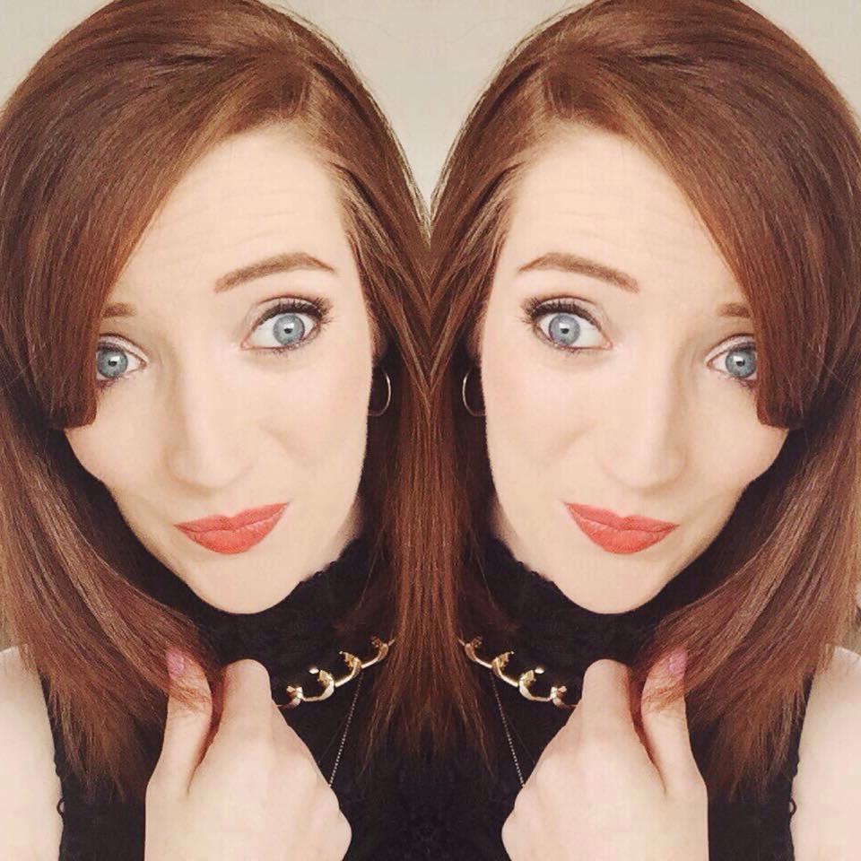 Bec Boop selfie wearing Benefit Roller Lash mascara
