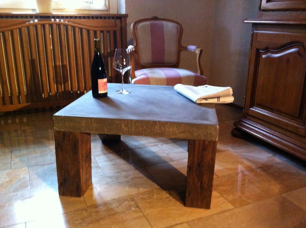 baustoffe antik couchtisch mit betonplatte. Black Bedroom Furniture Sets. Home Design Ideas