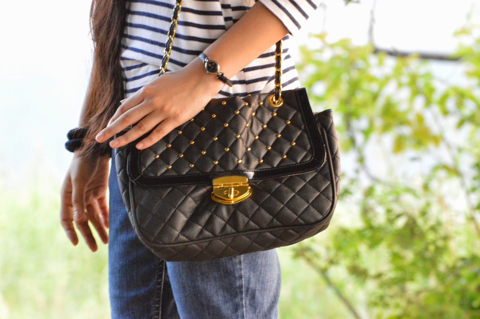 mumbai fashion blogger, black quilted purse, stripes, street shopping in mumbai, bandra street shoppping, what to buy in mumbai, fashion blogger, gold and black bag