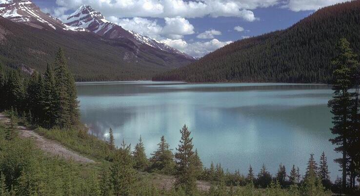 Pemandangan Danau yang Indah