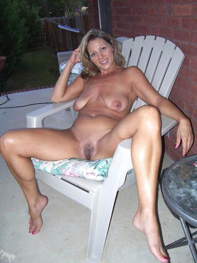 Nackt Bilder : Rasierte Hausfrau mit schlaffen Hänge Titten   nackter arsch.com