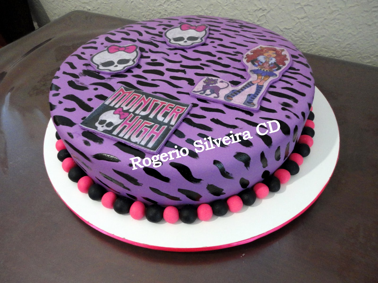 Domingo 19 De Agosto De 2012 Bolo Monster High