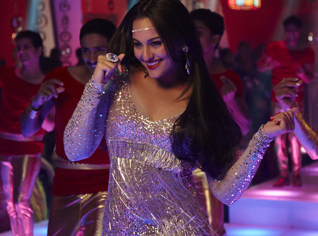 Sonakshi Sinha (Disco Song)- Himmatwala - Images / Gallery (2013)