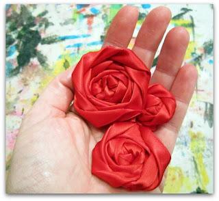 Anda bisa membuat 3 bunga dalam berbagai ukuran.