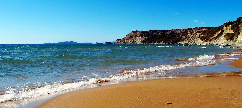 Strand in Arillas im Nordwesten der Insel Korfu (Griechenland)