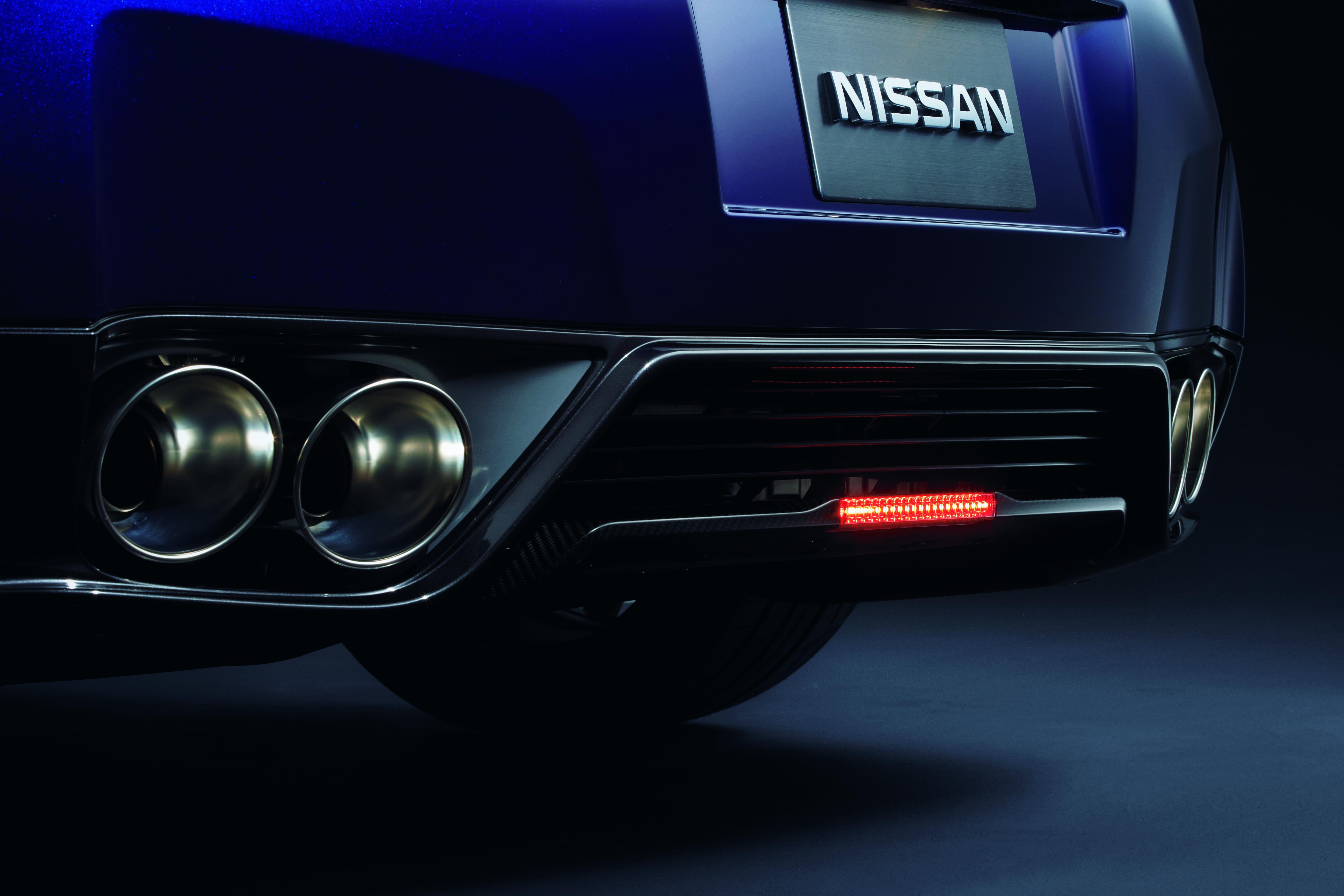 62mph OFFICIAL 2011 Nissan GT R Facelift Official Album Part 1 2
