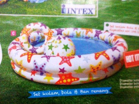 kolam renang bayi dan pelampung