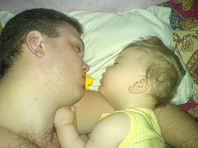Kako tate čuvaju decu :) Image003-744043