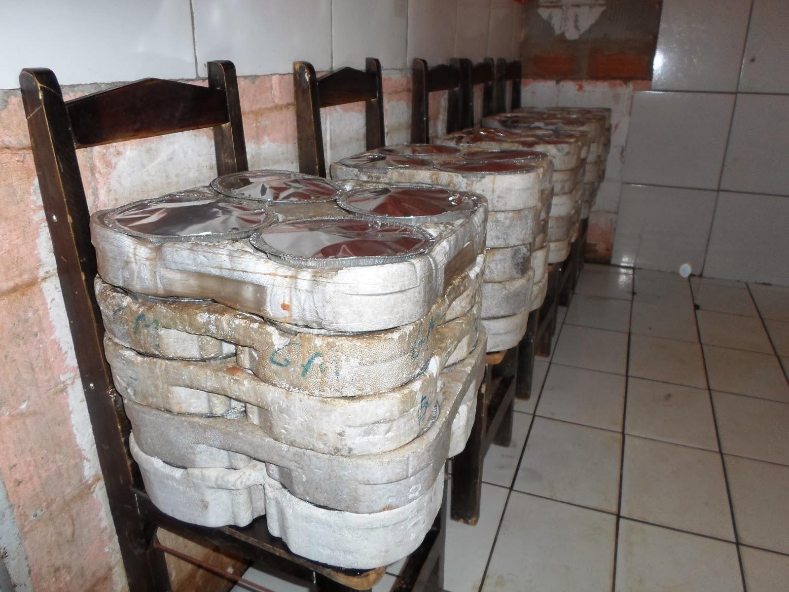 para entrega diária de aproximadamente quinhentos (500) marmitex #7D614E 1600 1200